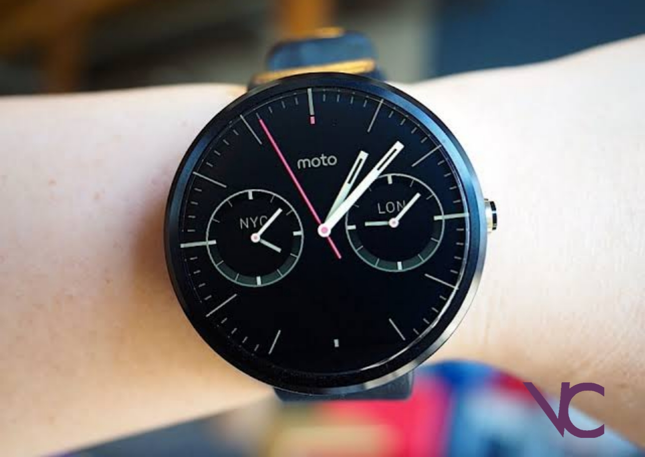 Motorola is selling the new smartwatch Moto 360, which is quite mediocre
